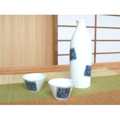 Photo2: Kakumon tako karakusa Sake bottle & cups set (wood box)