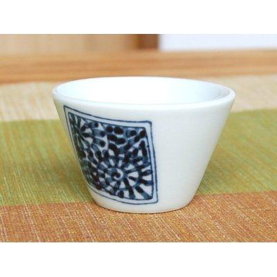 Photo4: Kakumon tako karakusa Sake bottle & cups set (wood box)